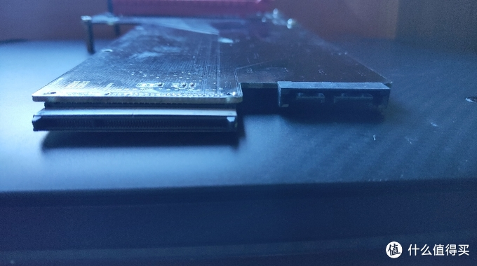 ultrabay显卡插槽(左)和SATA ODD光驱接口(右)