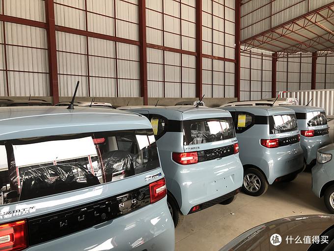 4S店的备选车,蓝色最多
