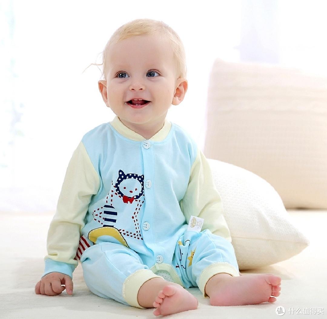 怀孕冷知识 新生儿到底买连体衣,还是分体衣服好呢?