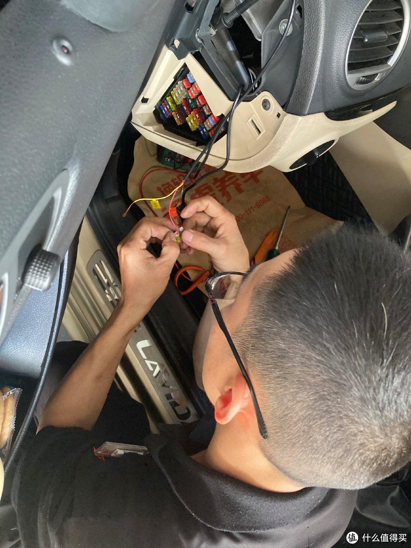 前后双摄,缩时录影,70迈A400行车记录仪安装记