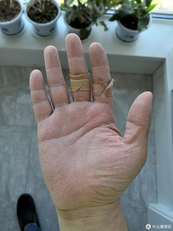 搬运石材的时候得小心,手很容易就割破