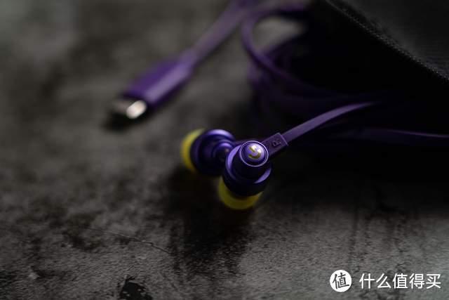 戴上炫酷的罗技G333入耳式耳机,玩电竞游戏更带感