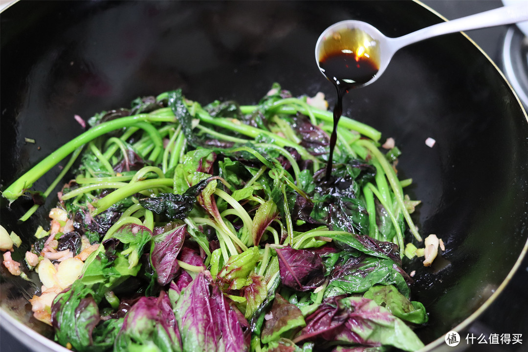 """炒苋菜,记住""""1盐2料3水""""的做法,苋菜软滑入味,家人都说好吃"""