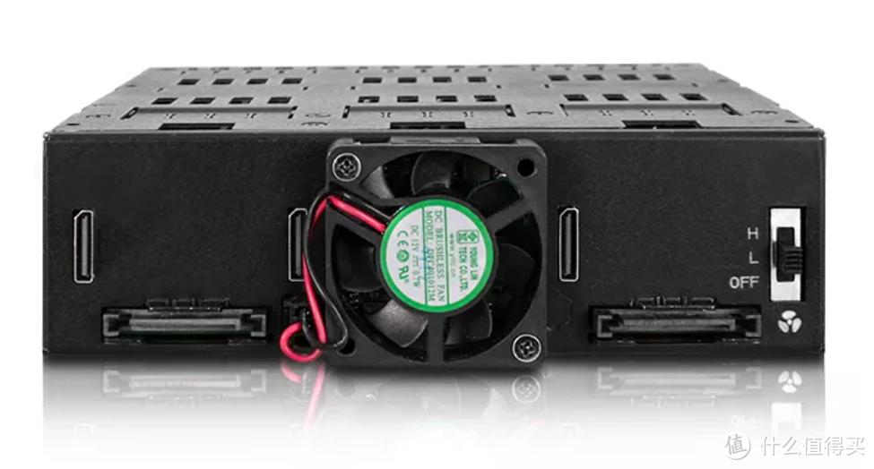 能装12路M.2,Icy Dock 发布 M.2 SSD 扩展器,光驱大小