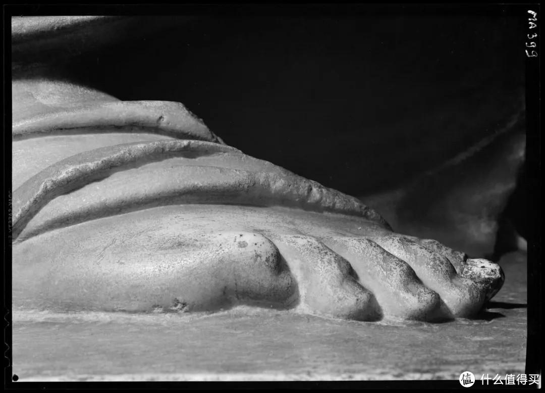 女神裸露的脚趾