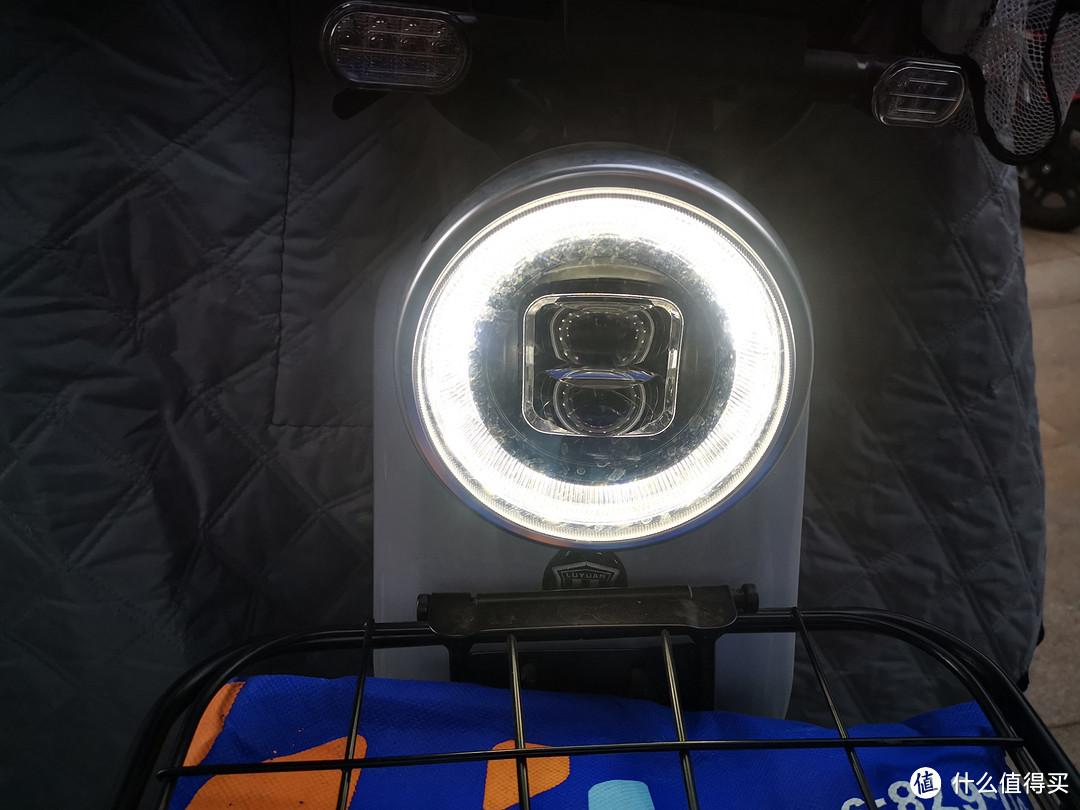 关灯情况下,外圈LED是长亮的,即便白天也不能关,这个设计有点浪费电啊。
