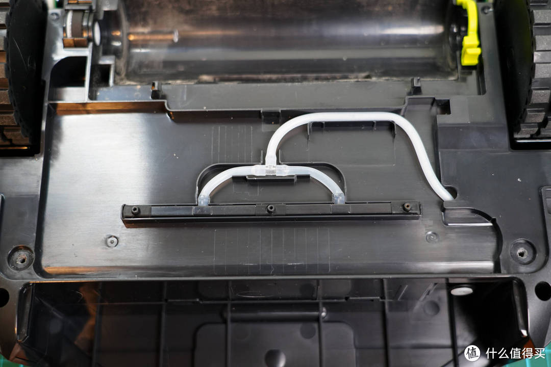 硬件老兵拆机分析:三目激光矩阵+dToF结构光如何实现扫地机精确清扫和避障?