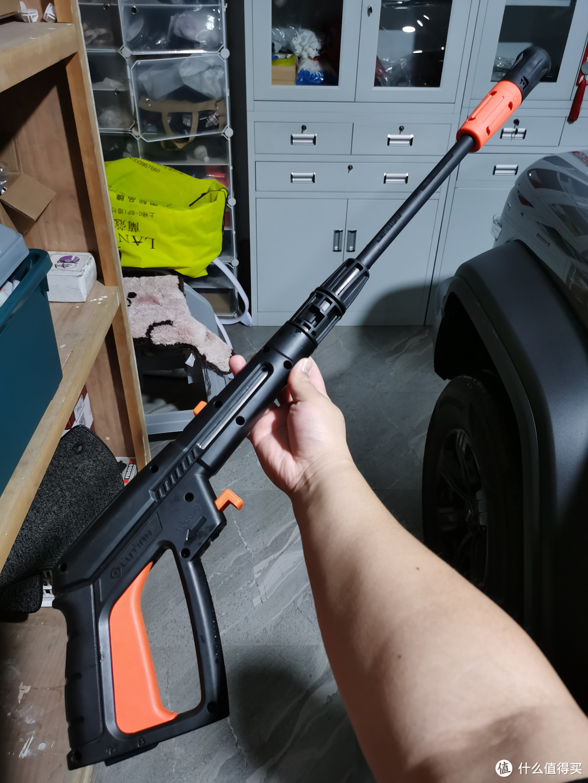 波塞冬原配的喷泡一体长枪,可以通过旋钮切换喷泡、高压模式,以及冲洗扇面,优点是模式丰富可以随意切换,缺点是太长了没法清洗细节位置