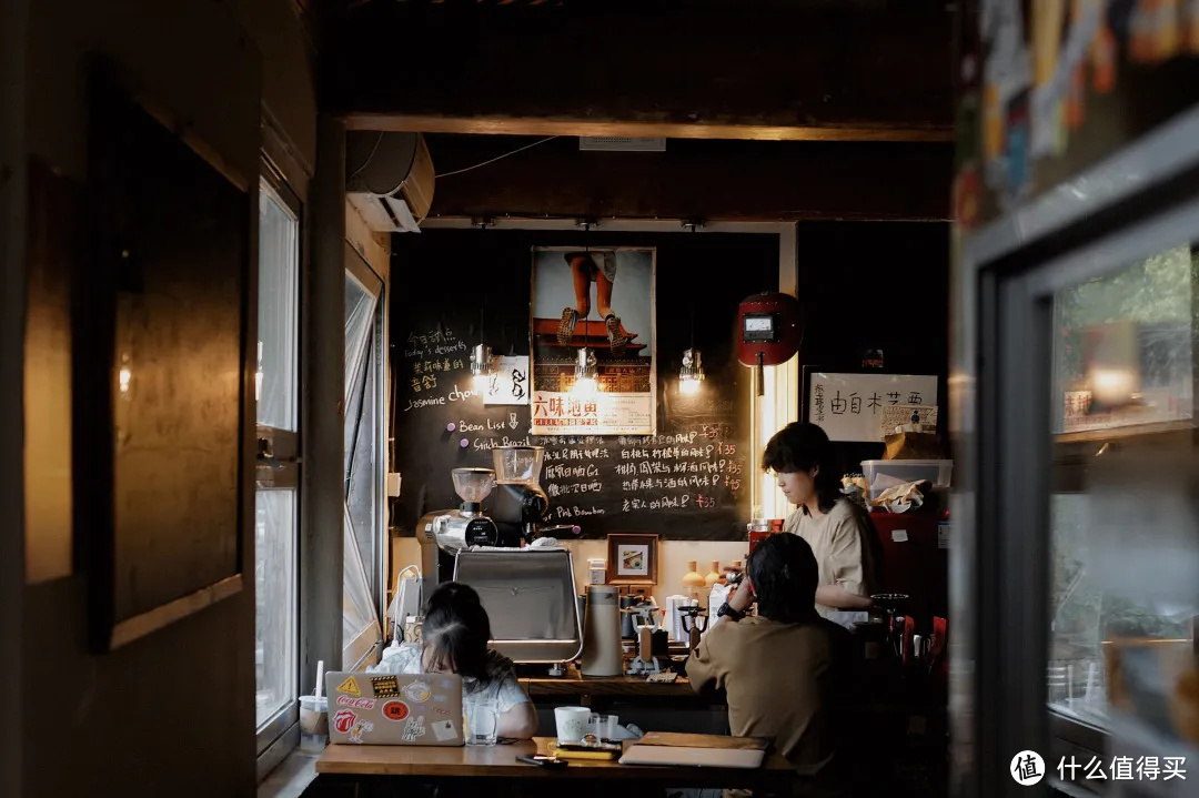 """越来越火的""""付费自习室"""",不就是北京的咖啡馆吗?"""