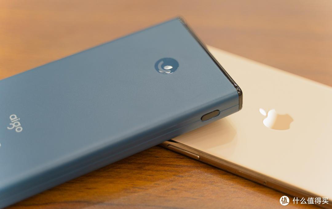 充电宝的颜值担当,iPhone的绝佳伴侣——aigo充电宝A10S