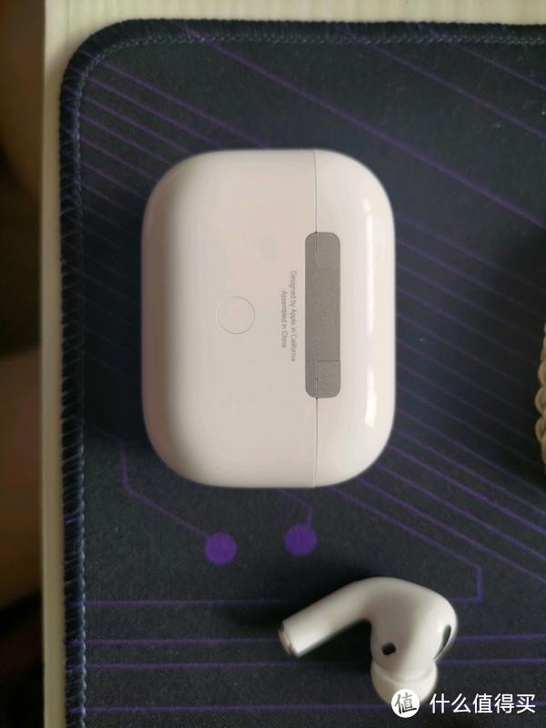 后侧按钮没有以前的那种廉价感了,美缝做的也细致,后面也印上了喷码
