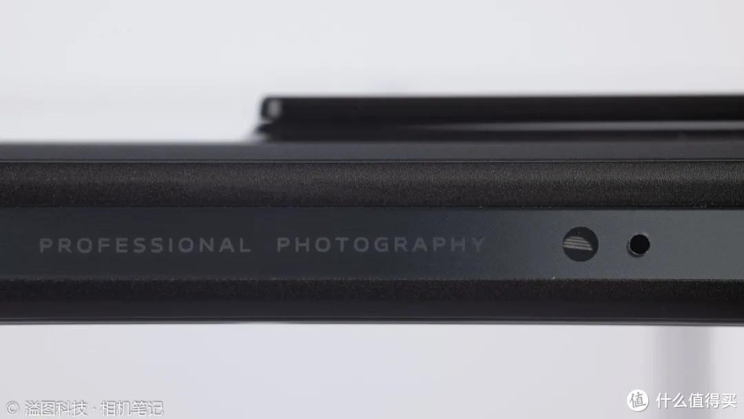 """▲ 机身边框上代表""""专业影像""""的英文、摄像头凸起"""
