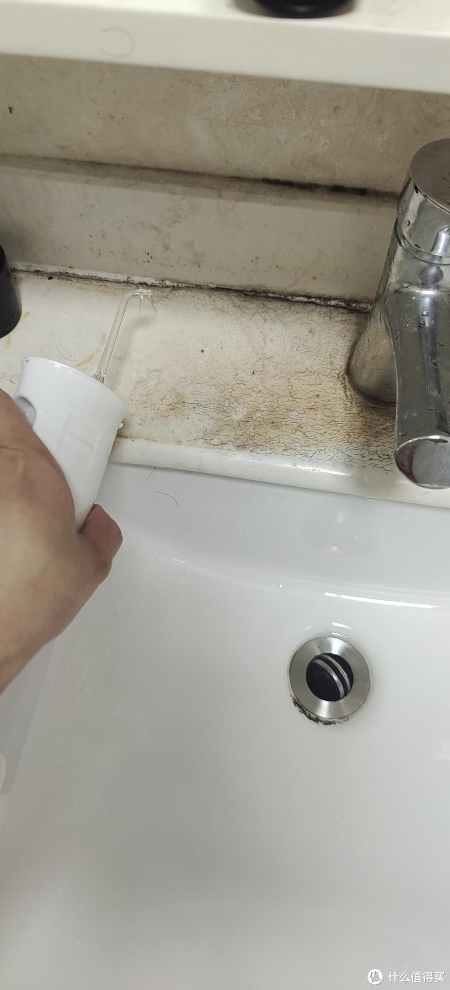 两节5号电池 3v压力非常一般 对于洗手台污垢毫无办法