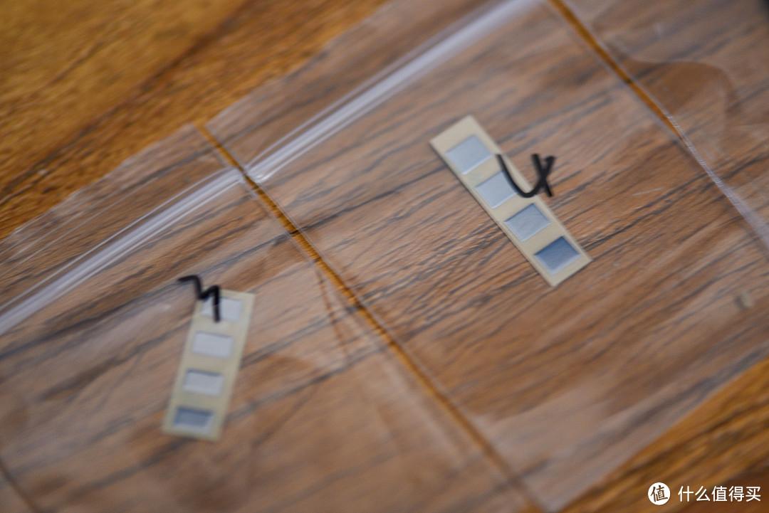 按键修复贴长这样,有不同的规格,适合不同的鼠标,常见的有2*5mm,3*5mm,4*5mm等等,厚度为0.12mm。